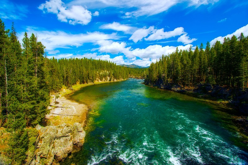 mt-yellowstone-river