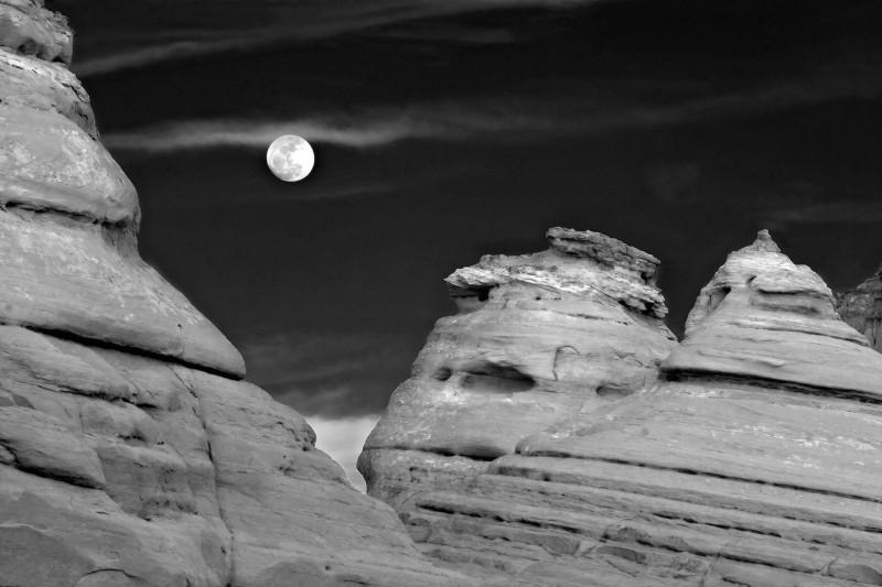 ut-arches-moon
