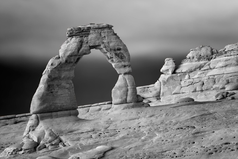 ut-delicate-arch-back-bw